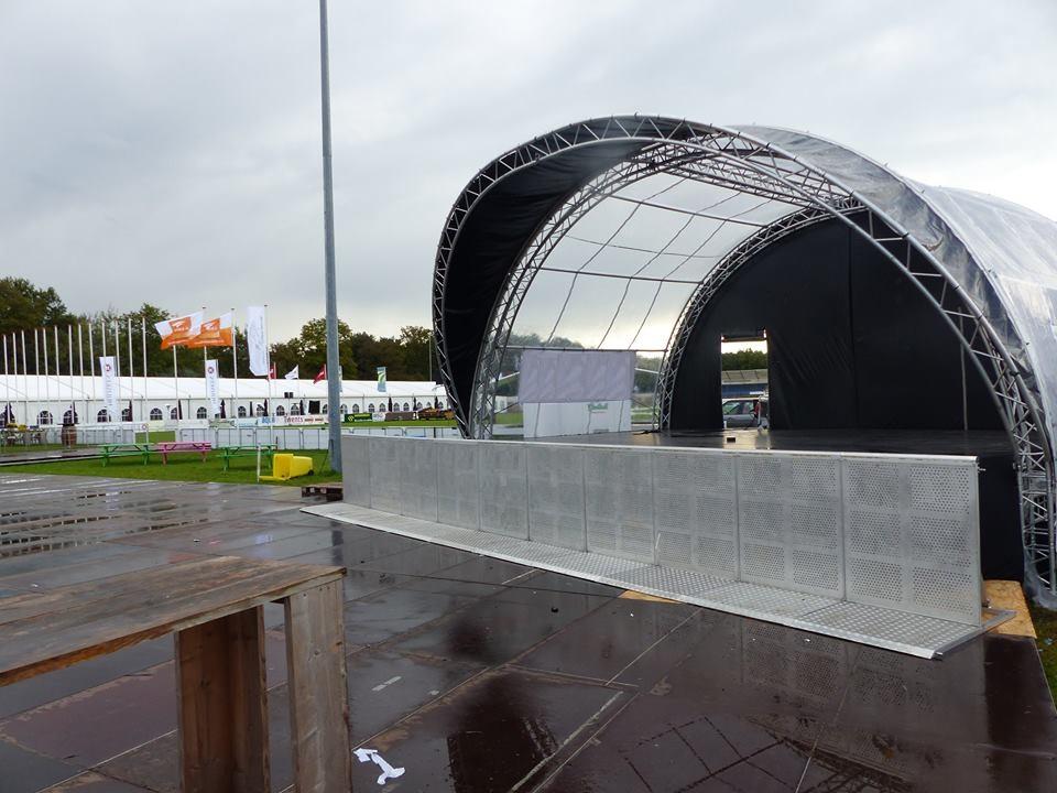 Boogpodium podia podiumwagen stage huren Evento